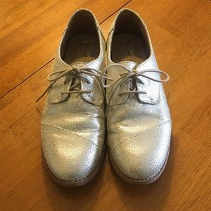 Toms Shoes - Toms lace-up silver crackle shoes, size 8.